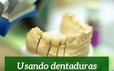 Usando dentaduras postizas