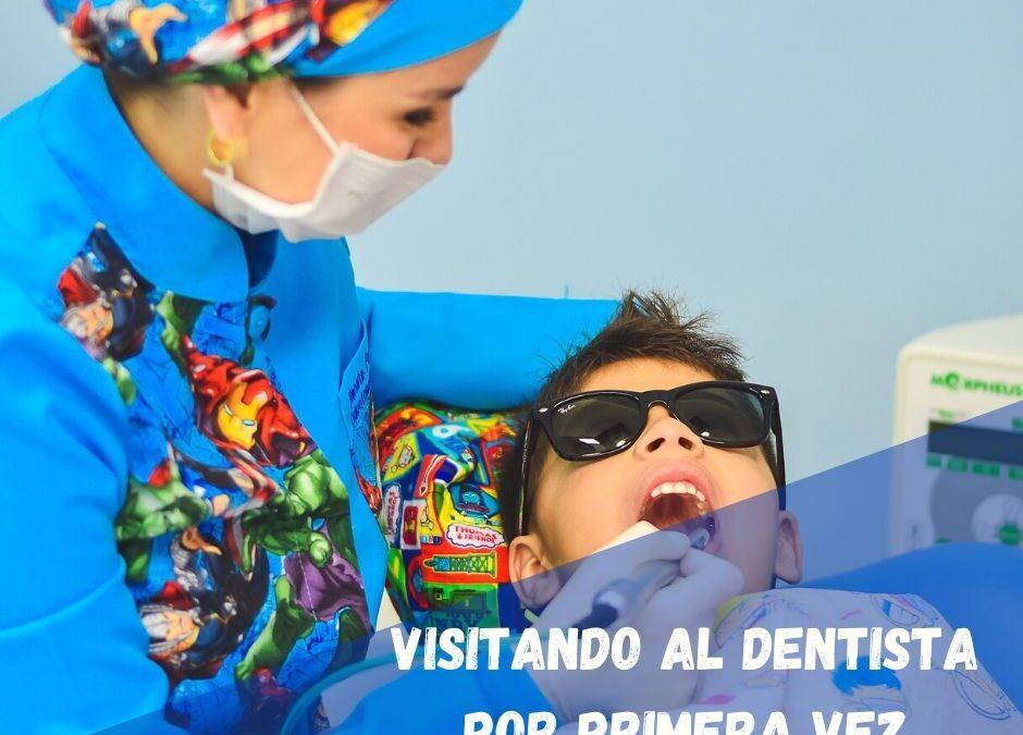 Visitando al dentista por primera vez